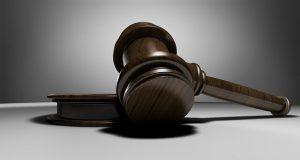 מה ההבדלים בין עורכי דין לענייני משפחה ועבודה, ומתי יש לשכור כל אחד מהם?