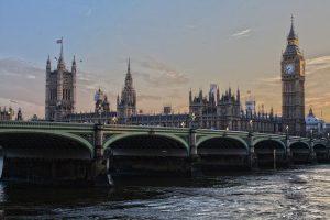 מטיילים בלונדון: כל מה שצריך לדעת על שירותי ההסעות הקיימים בעיר